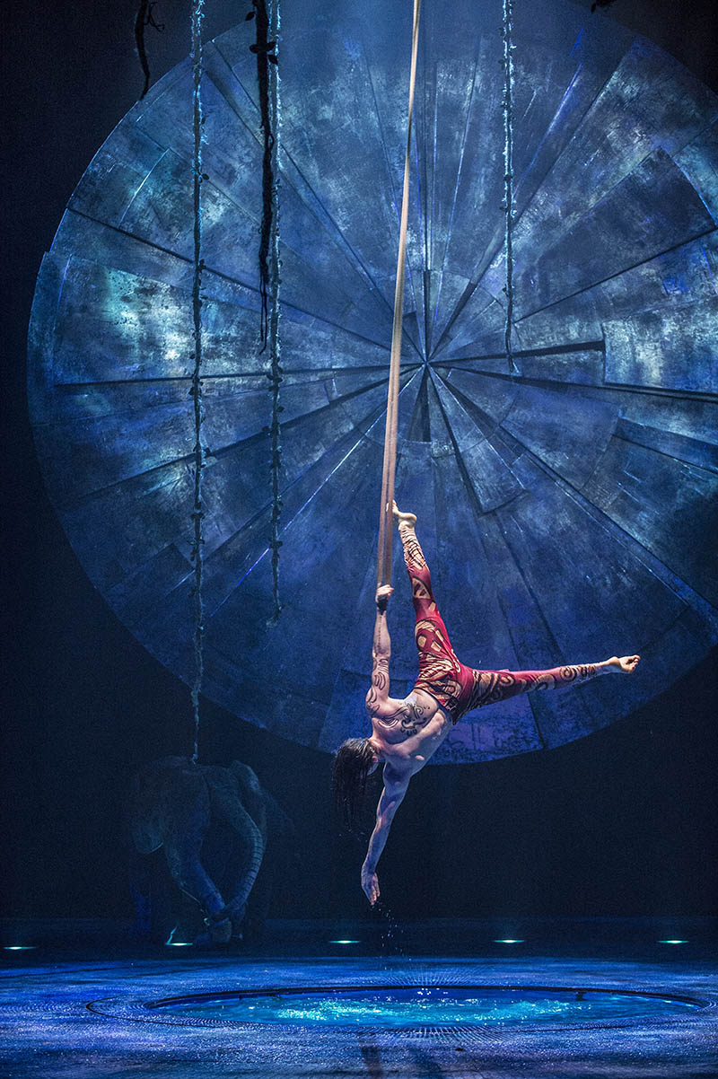 video case study of cirque de Case analysis even a clown can do it: cirque du soleil recreates live entertainment cirque du soleil is a canadian entertainment company which was created in 1984 by a group of young street performers.